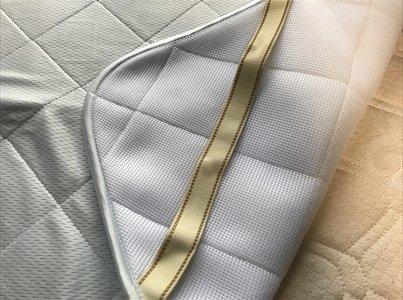 暑い夏の夜に涼しい寝具を使用「アイス眠EXソフト」の敷パッドと枕カバー